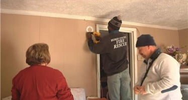 Door-to-door campaign reveals lack of smoke alarms in South Carolina community
